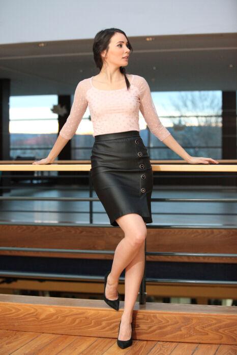 5 gombos textilbőr szoknya - Fekete